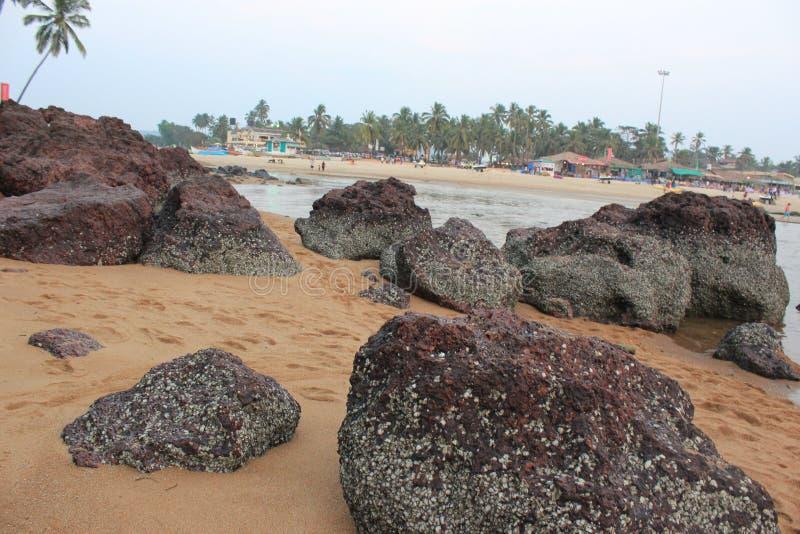 在海洋的大石头 库存照片