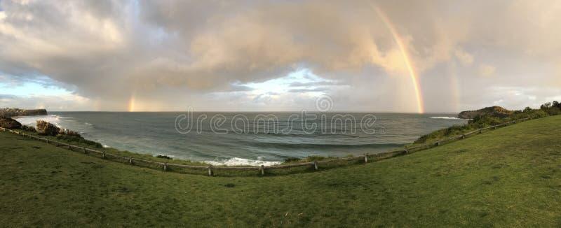 在海洋的彩虹 免版税库存图片