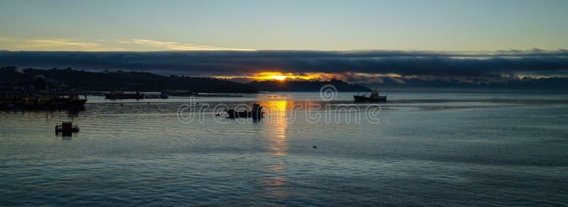 在海洋的日出在蒙特港附近在智利 免版税库存照片