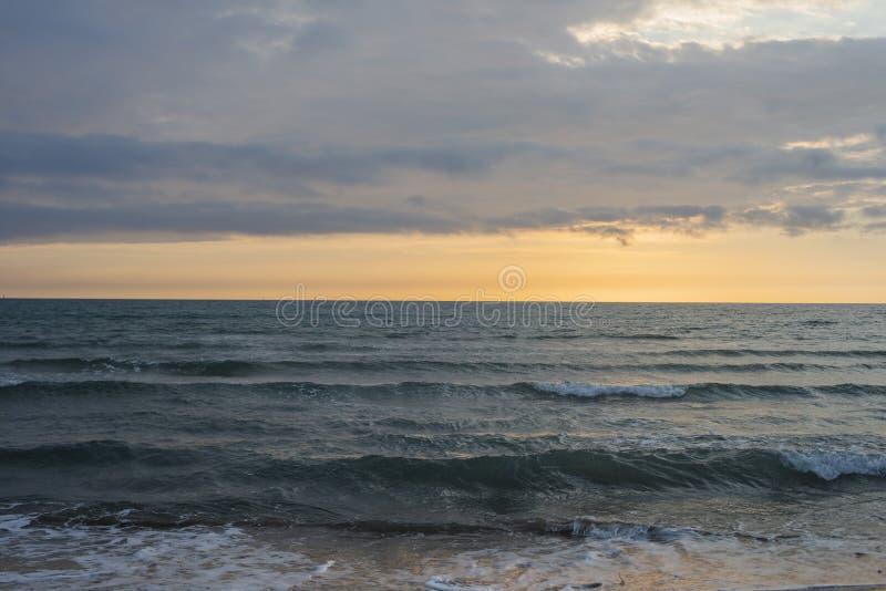 在海洋的日落一千步的在拉古纳海滩靠岸 免版税库存图片