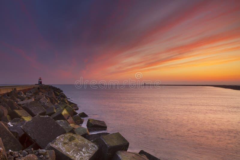 在海港入口的日落海上在荷兰 库存图片