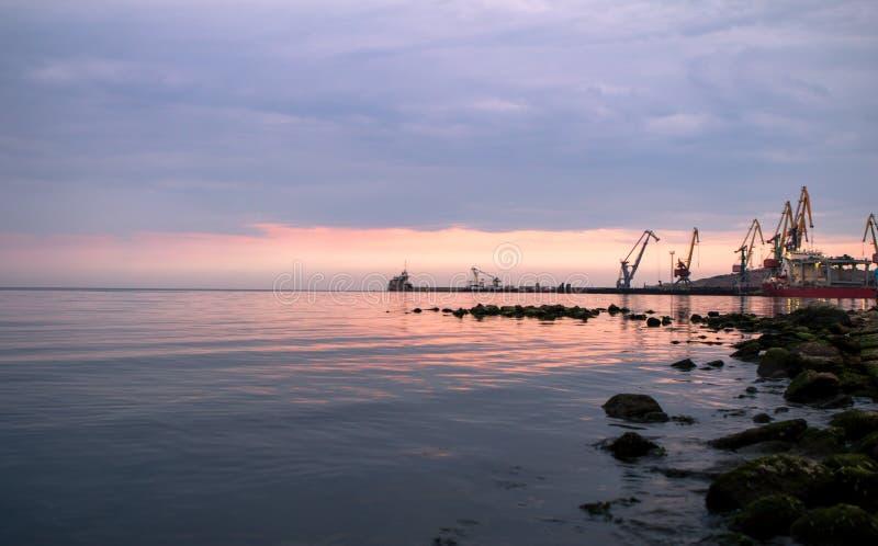 在海港的破晓 库存图片