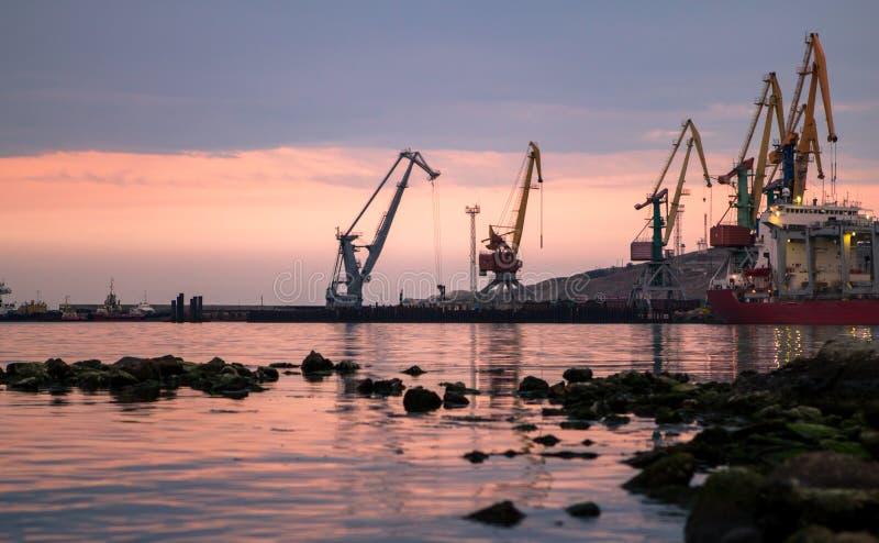 在海港的破晓 免版税库存照片