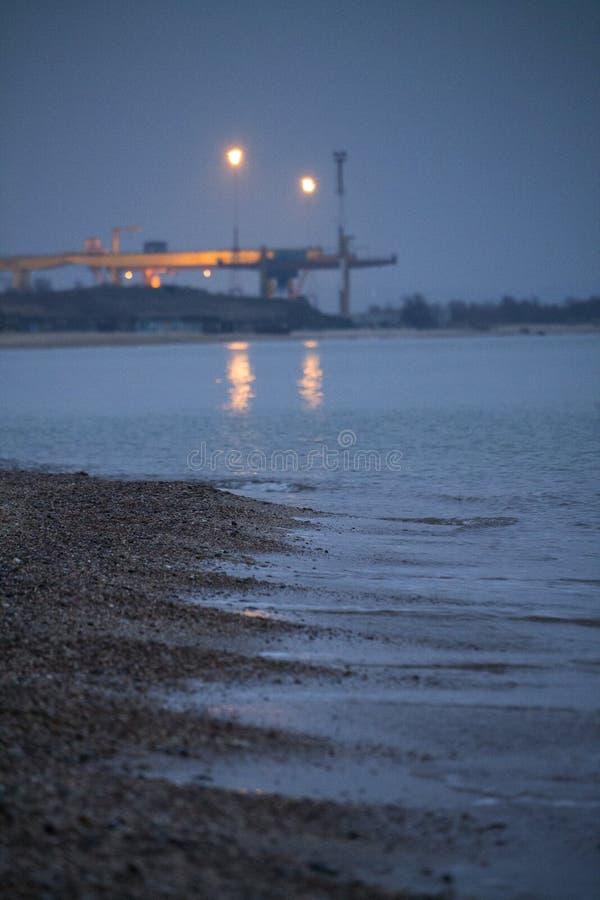 在海港附近的晚上 图库摄影