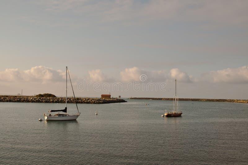 在海湾停泊的两条风船 免版税图库摄影