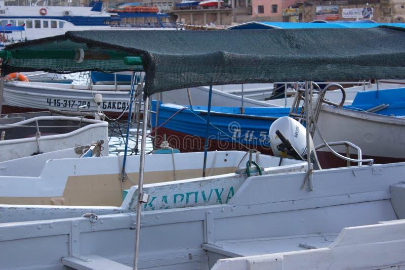 在海湾的小船 图库摄影