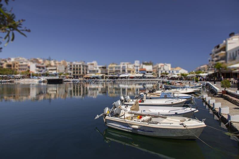 在海湾的小船 免版税图库摄影