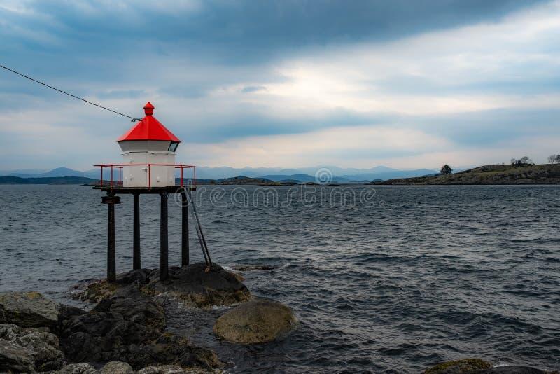 在海湾的灯塔在挪威 免版税库存照片