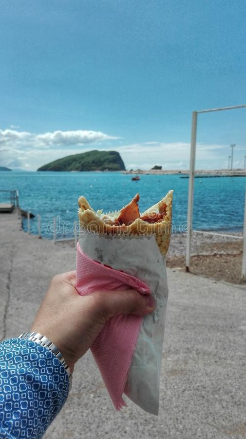 在海滨的一条kebab小船 图库摄影