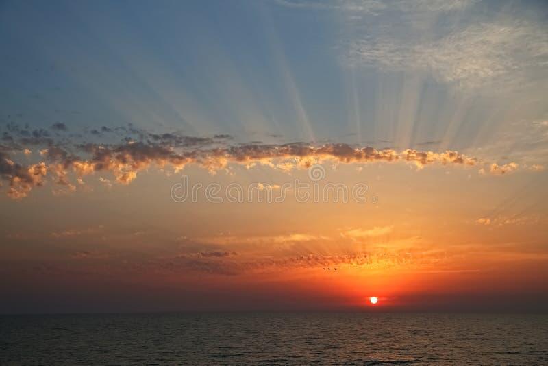 在海滩和海的美好的日落 库存图片