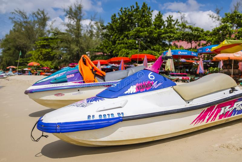 在海滩岸的喷气机滑雪 免版税库存图片