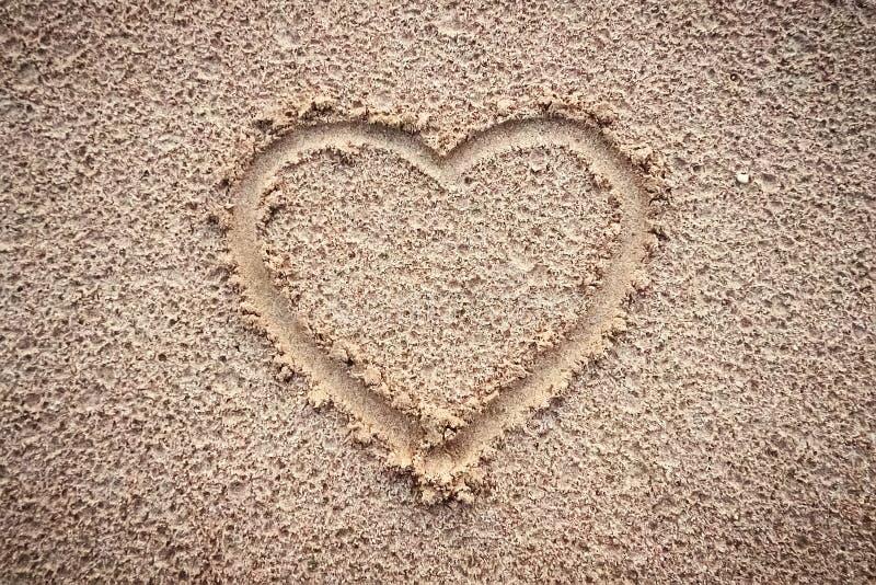 在海滩沙子的心脏  库存照片