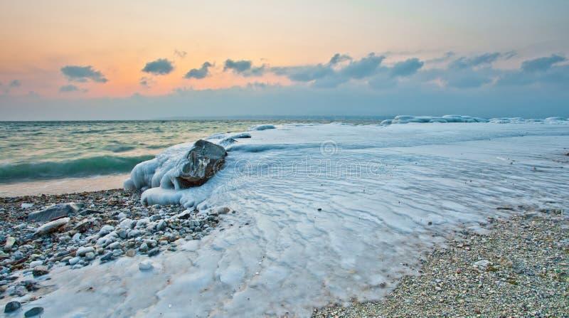 在海滩的冰纹理 库存图片