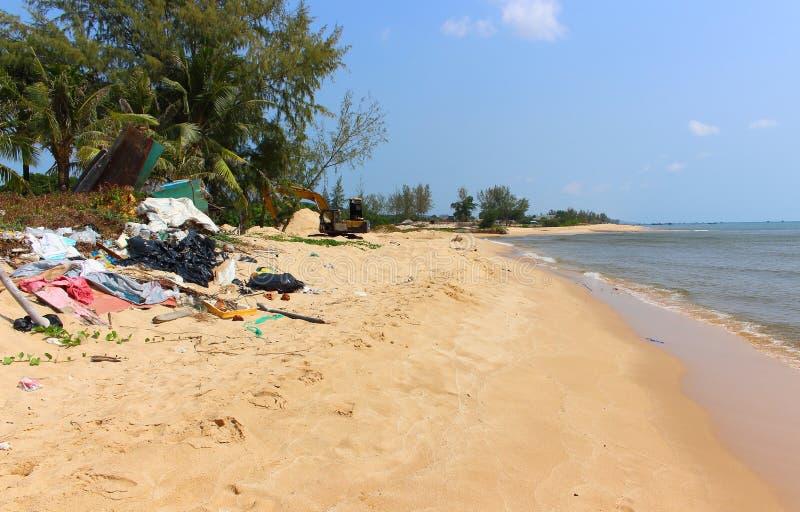 在海滩的垃圾 库存照片