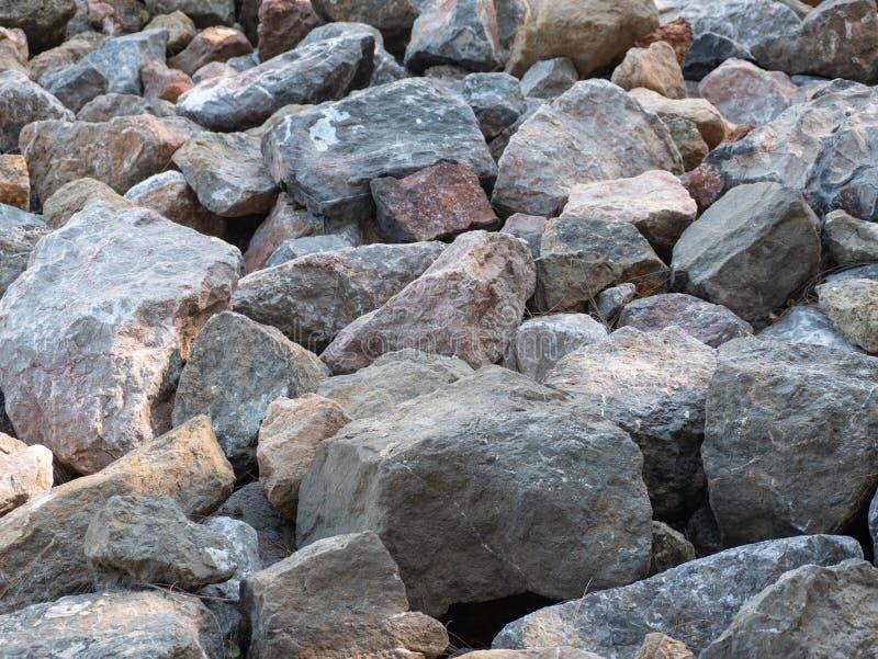 在海滩的大岩石 库存图片