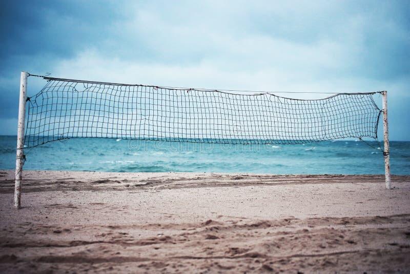 在海滩的排球净额 库存照片
