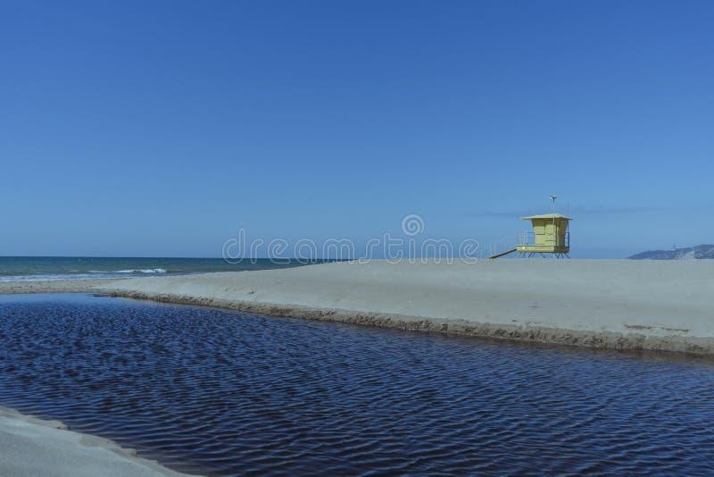 在海滩的救生员岗位 库存照片