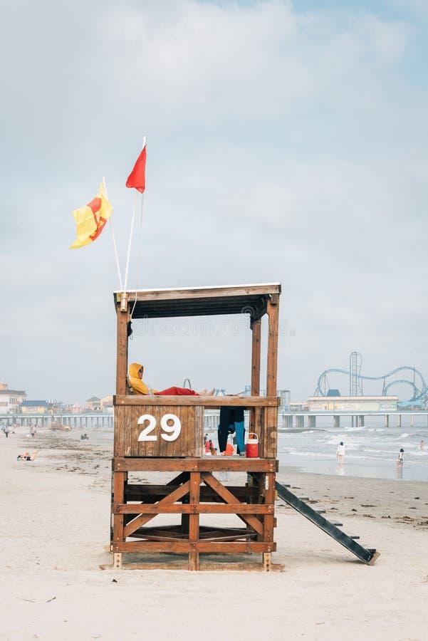 在海滩的救生员立场在加尔维斯顿,得克萨斯 免版税库存照片
