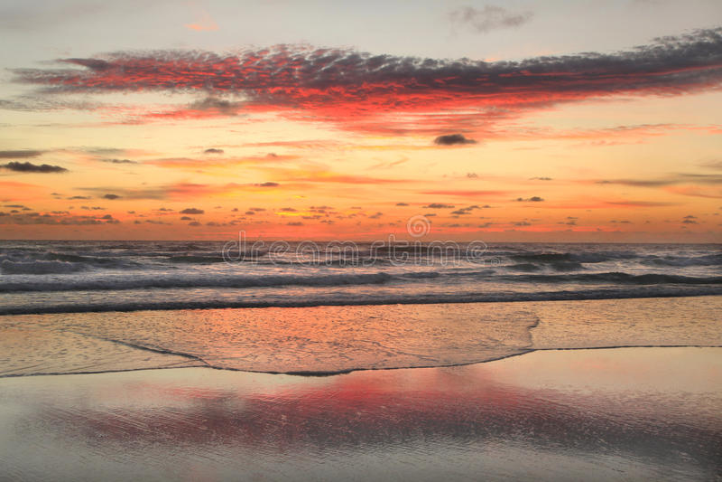 在海滩的日出在外面银行 免版税库存照片
