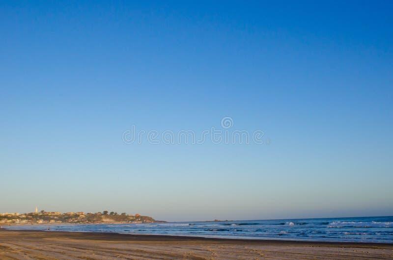 在海滩的日落在南巴西 免版税库存照片