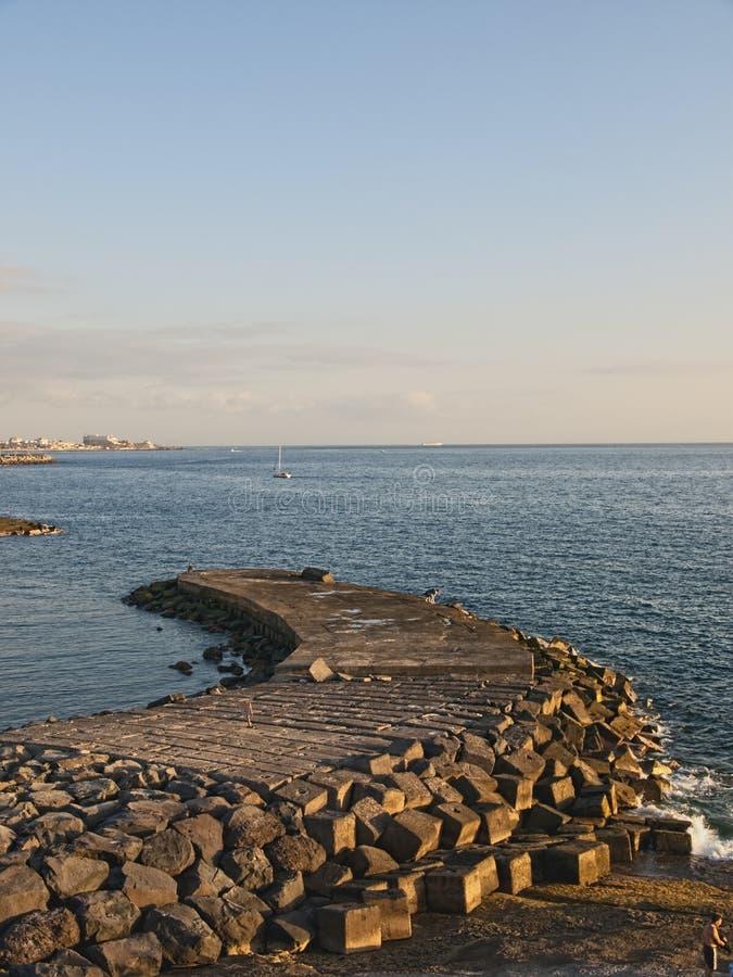 在海滩的日落在特内里费岛西班牙 免版税库存图片