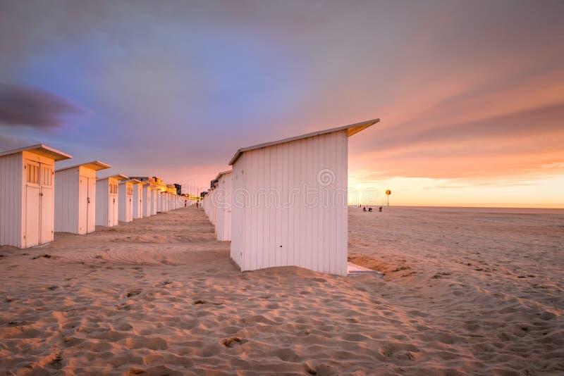 在海滩的日落奥斯坦德在比利时 库存图片