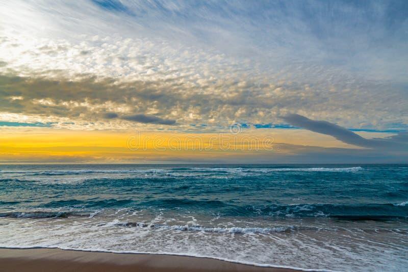 在海滩的日落,抽象海景 库存照片