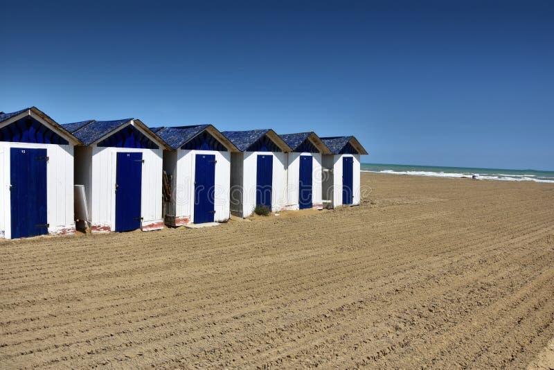 在海滩的海滩小屋在朱利亚诺瓦 免版税库存图片
