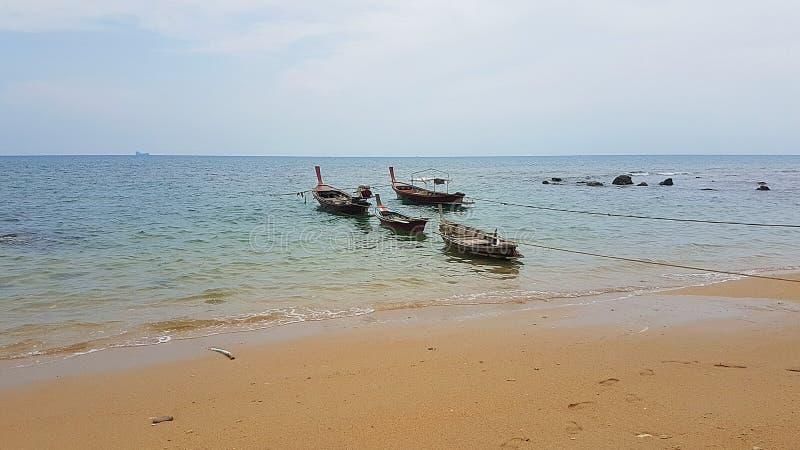 在海滩的渔夫小船 库存照片