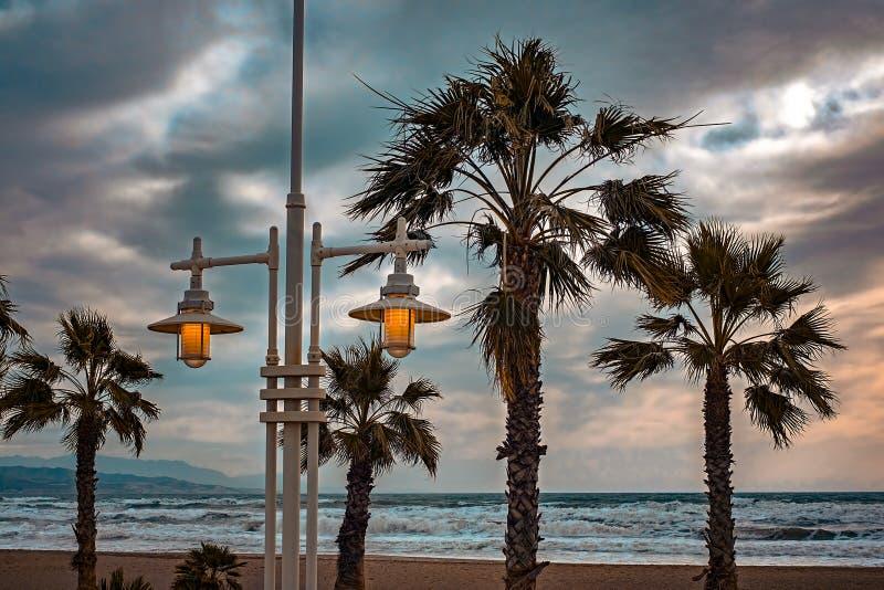 在海滩的灯柱 图库摄影