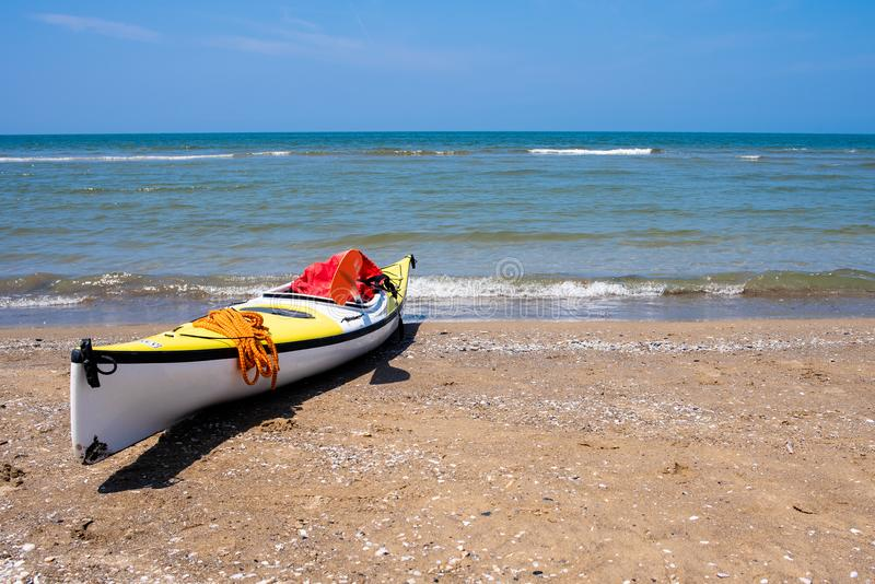 在海滩的独木舟,巴科利那不勒斯 免版税库存图片
