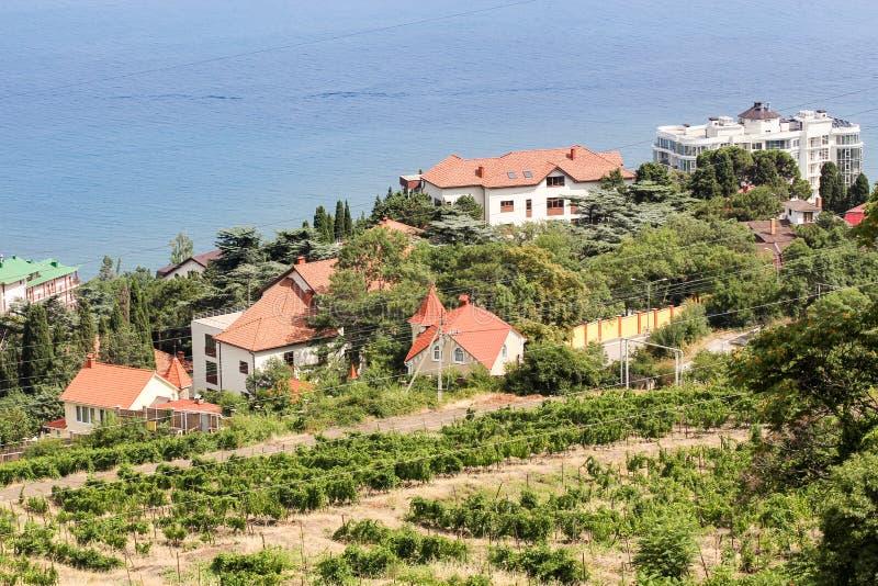 在海滩的私有村庄 免版税库存图片
