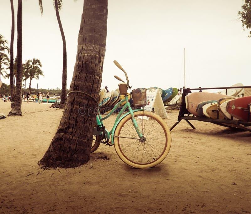 在海滩的自行车 库存图片