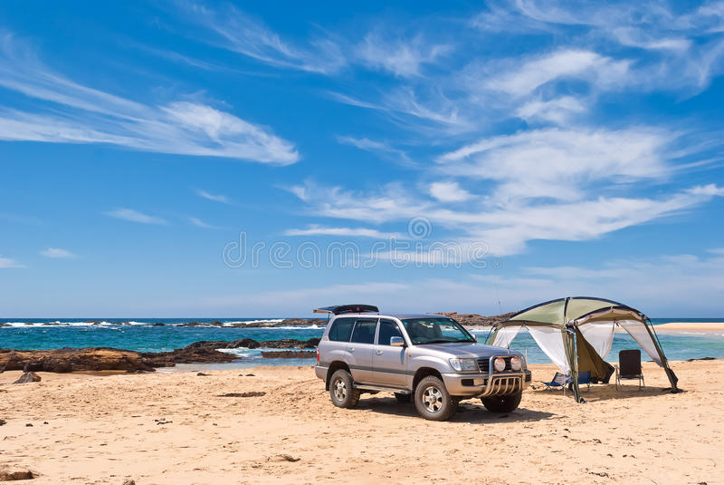 在海滩的越野通信工具 免版税库存照片