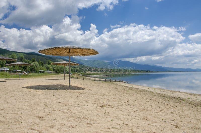 在海滩的遮光罩 库存图片