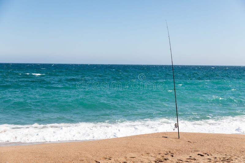 在海滩的钓鱼竿在好日子 库存图片