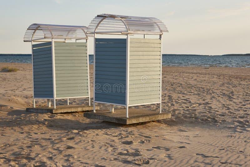 在海滩的阵雨在芬兰 Yyteri地区 您系列节日快乐的夏天 免版税库存图片
