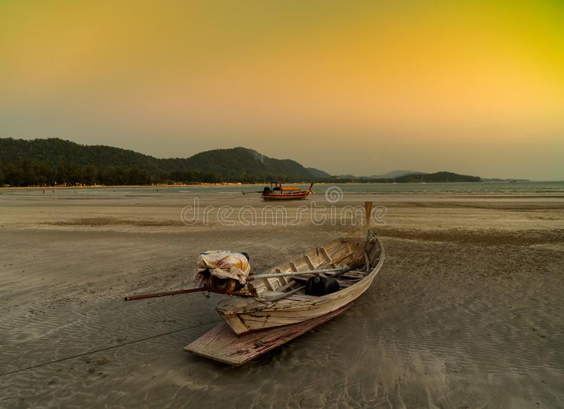 在海滩,酸值朗塔海岛- Krabi -泰国的日落 库存图片