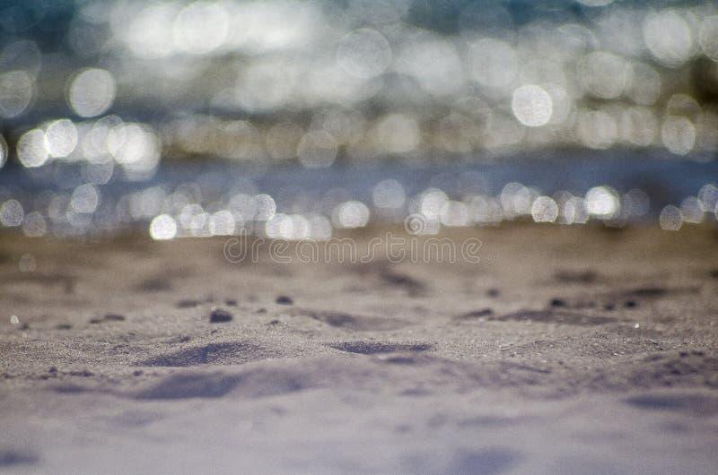 在海滩, bokeh的焦点 免版税图库摄影