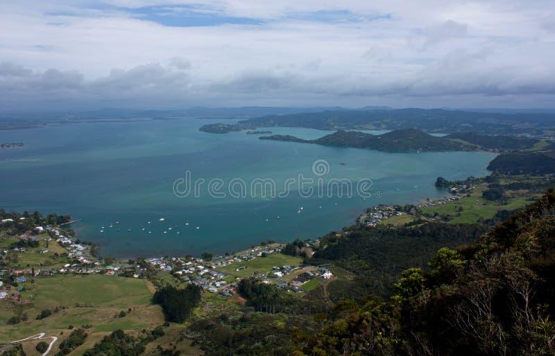 在海的一个看法在旺阿雷附近的帕鲁阿海湾的在北国在新西兰 免版税库存图片