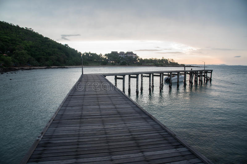 在海的一个老码头 免版税库存照片