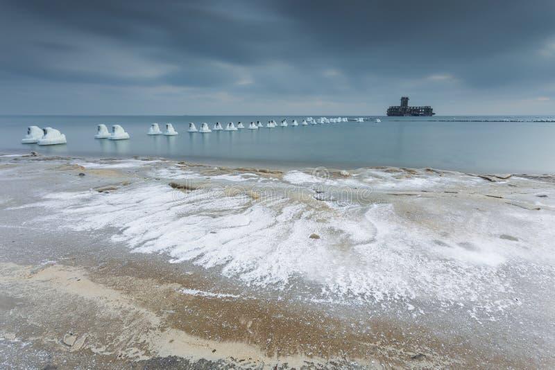 在海的冬天风景在波兰 免版税库存图片
