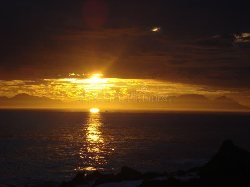 在海的南非日落 库存图片