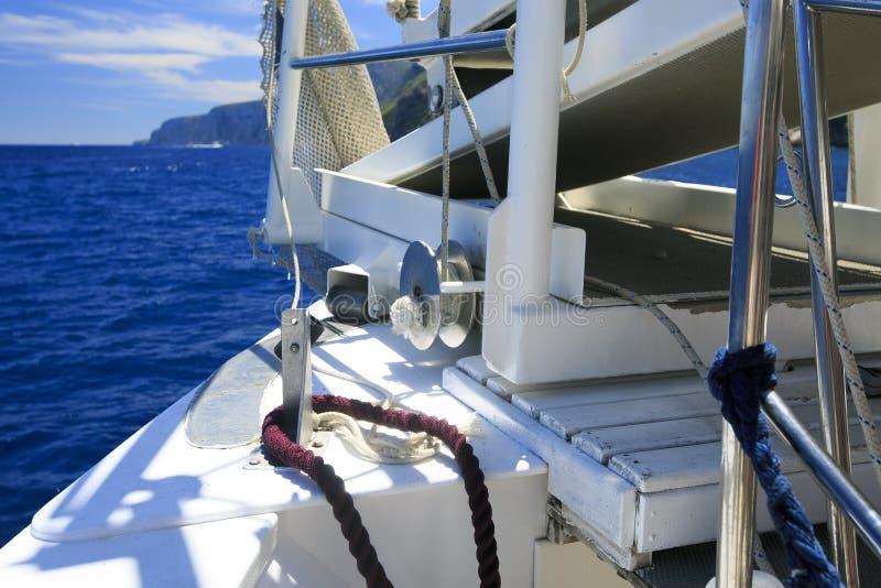 在海的固艇索具航行 库存图片