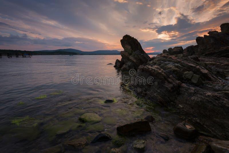 在海的壮观的多云日落 夏天日落,风景,海景 库存图片