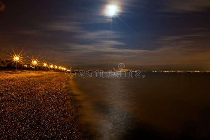 在海的夜空 免版税库存图片