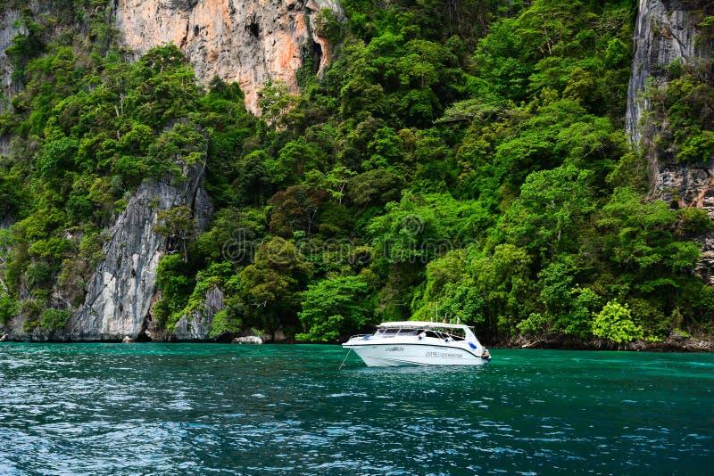 在海的快艇在普吉岛,泰国 库存照片