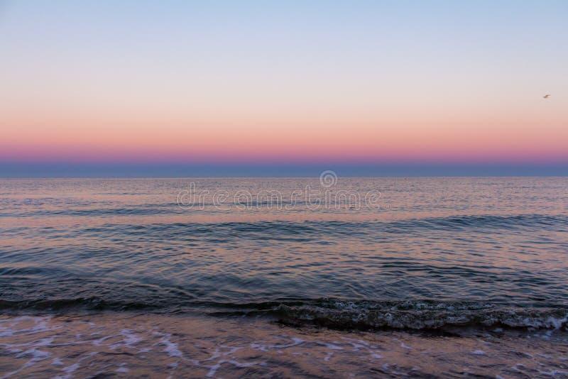 在海的日出颜色 库存图片