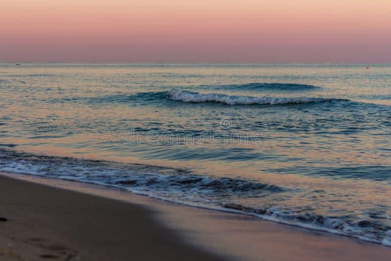 在海的日出颜色 免版税库存照片