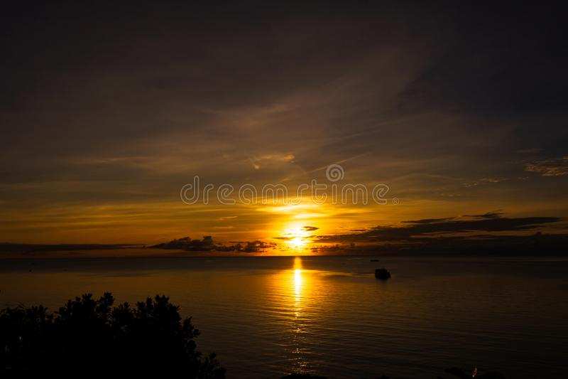 在海的日落在从小山采取的富国岛 图库摄影